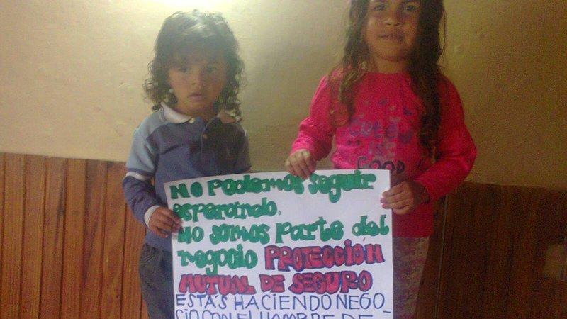 Campaña por el pago inmediato de la indemnización por muerte del padre de estos niños