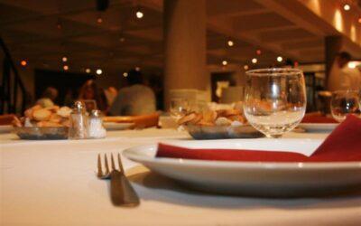 ATENCIÓN RESTAURANTES: El servicio de mesa y/o cubierto deberá ajustarse a la normativa consumeril